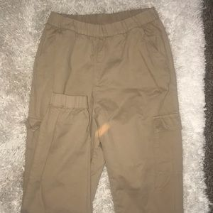 Khaki pants that show Off the assets